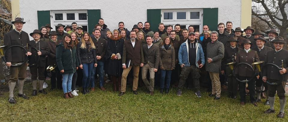 Teilnehmer am Landestreffen der Jungen Jäger Bayern mit den Jagdhornbläsern des Jagdschutzvereins Neuburg a. d. Donau